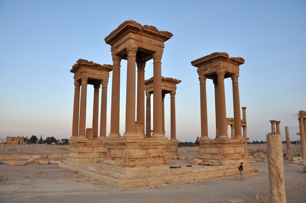 Palmyra, Colonnaded street, Tetrapylon