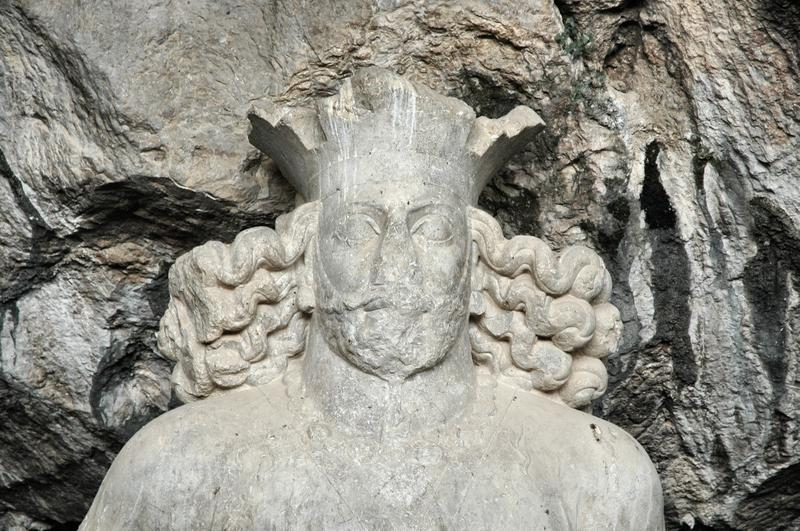 Shapur I (cave portrait)