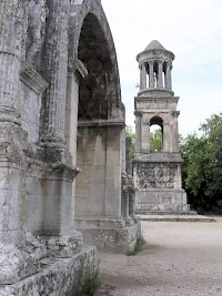 Glanum: arch and mausoleum