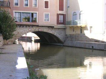 Narbo, Roman bridge with segmented arch across the Aude
