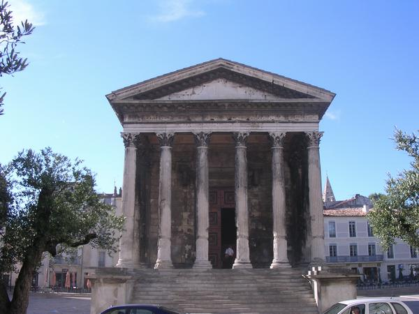 Nîmes, Maison Carrée seen from N