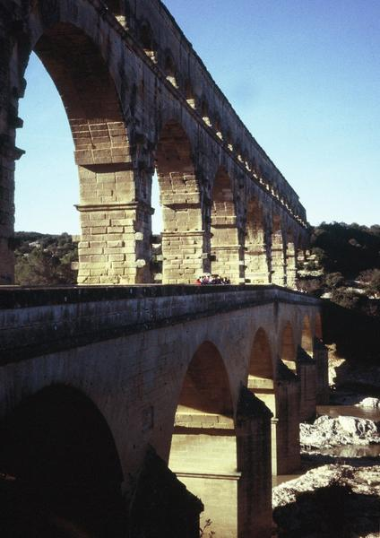 Pont du Gard from the southeast (2)