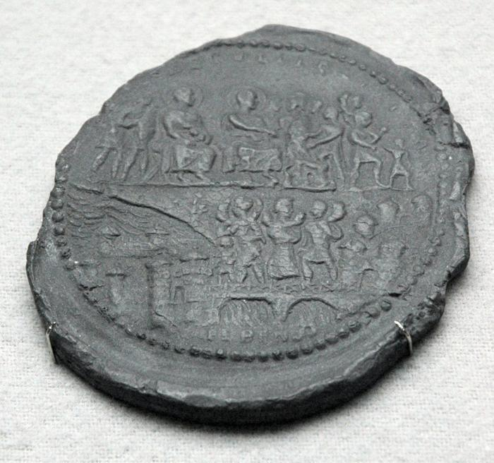 Medal of Constantius I Chlorus with the bridge at Mainz