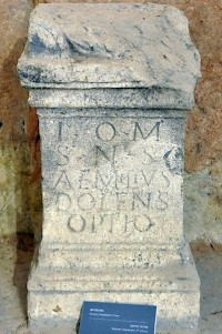 Dedication by optio Aemilius Dolens (Lapidarium, Kalemegdan).