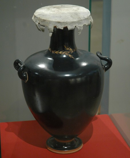 Black-glazed hydria, used as an urn