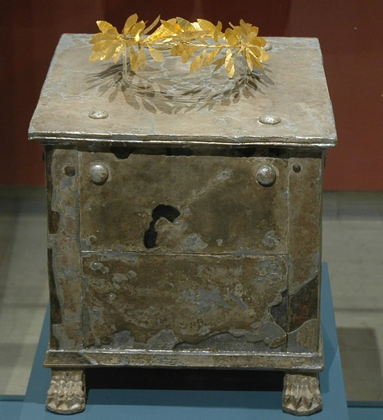 Amphipolis, Metal ash box with golden wreath