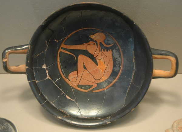 Red-figured kylix with a Thracian archer