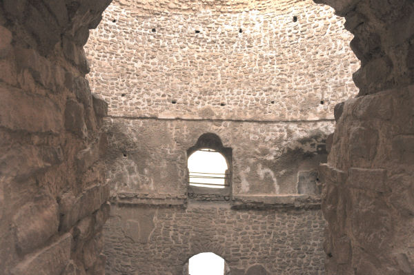 Firuzabad, Palace of Ardašir, one of the domes, seen from the gallery (1)