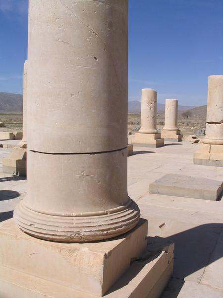 Pasargadae, Palace P, Traces of vandalism
