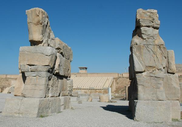 Persepolis, Unfinished Gate, bulls (2)
