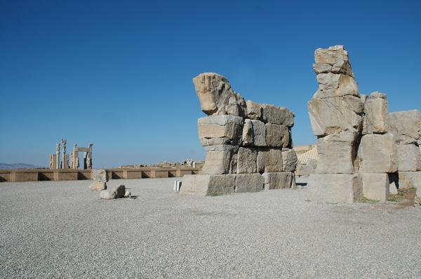Persepolis, Unfinished Gate, bulls (3)