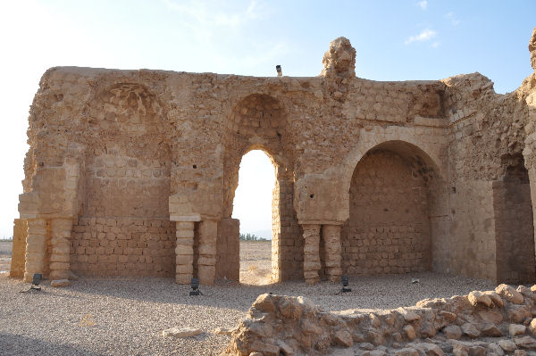 Sarvestan, court with arches