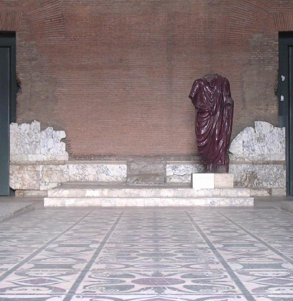 Curia Julia, platform for the chairs of the consuls and the emperor