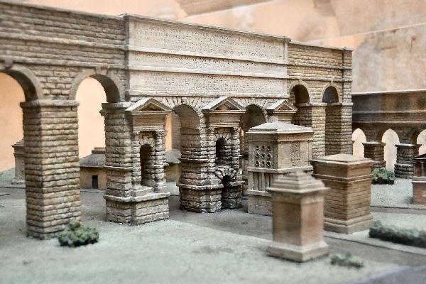 Rome porta maggiore model livius for Porta maggiore