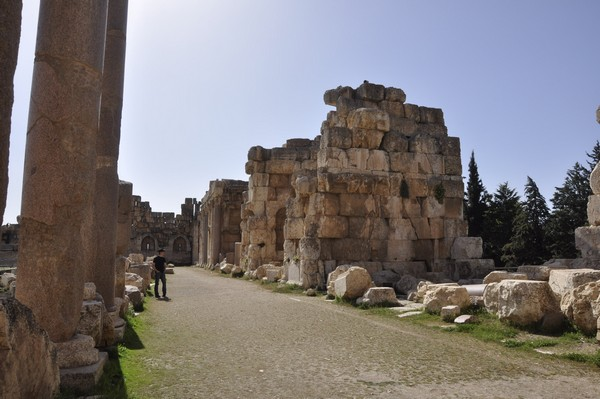 Baalbek, Temple of Jupiter, Great Court, North portico (1)