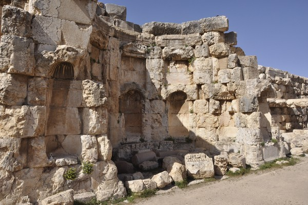 Baalbek, Temple of Jupiter, Great Court, North portico (5)