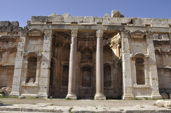Baalbek, Temple of Jupiter, Great Court, North portico (2)