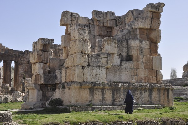 Baalbek, temple of Jupiter, Great Court, Small altar (4)