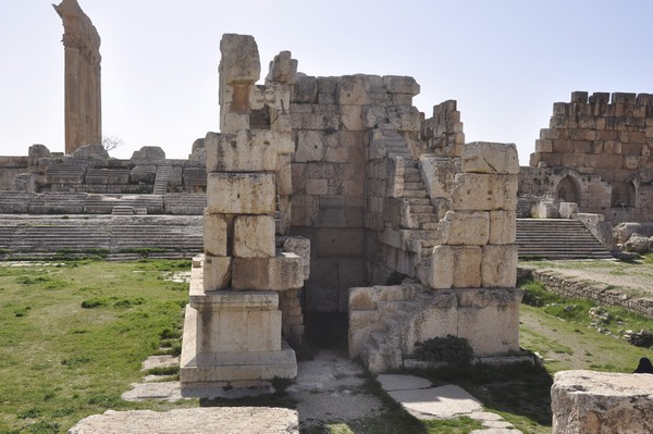 Baalbek, temple of Jupiter, Great Court, Small altar (2)