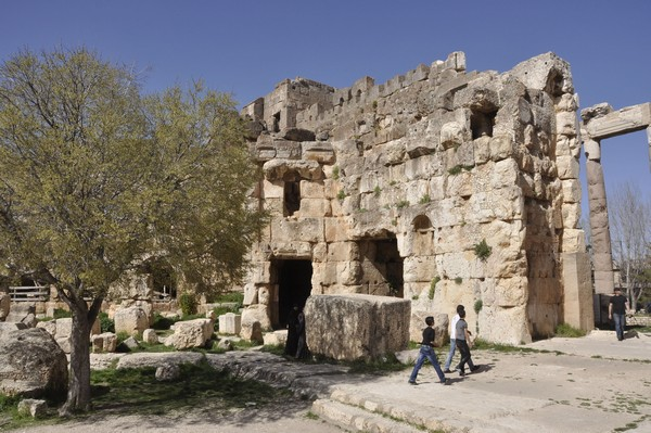 Baalbek, temple of Jupiter, Hexagonal Court (P4)