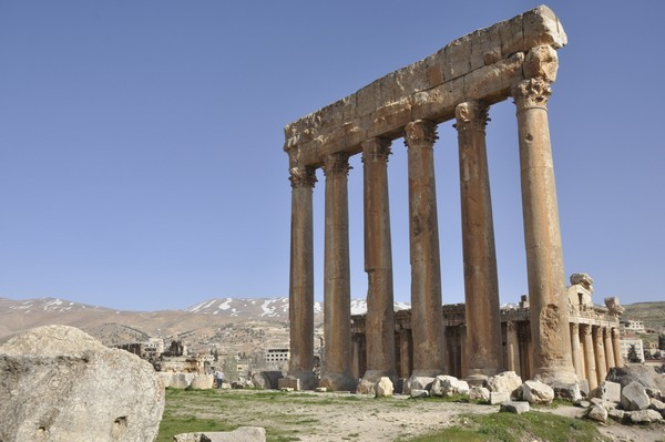 Baalbek, temple of Jupiter, shrine, six columns