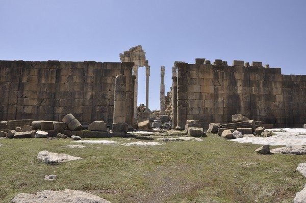Faqra, temple of Adonis, entrance (1)
