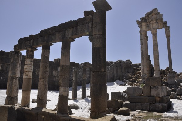Faqra, Temple of Adonis, portico surrounding the court (3)