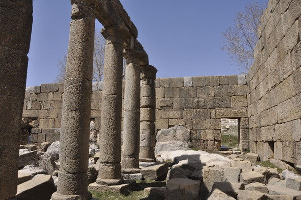 Faqra, Temple of Adonis, portico surrounding the court (1)