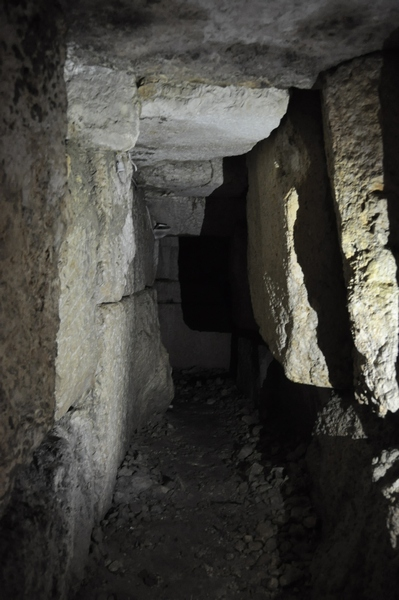 Niha, large temple, cellar (2)
