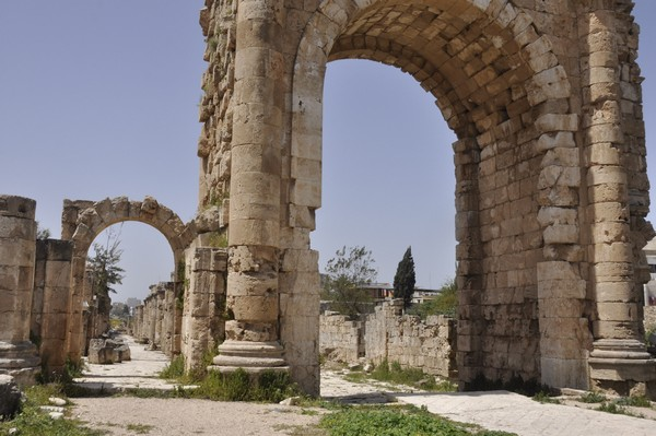 Tyre, Al-Bass, Arch of Hadrian, from east