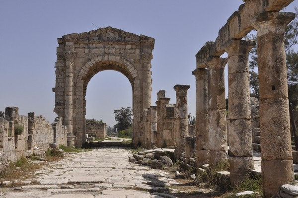 Tyre, Al-Bass, Arch of Hadrian, from west