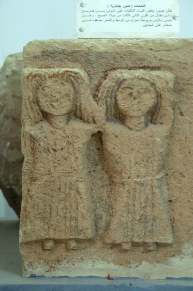 Wadi Migdal, Relief of two mourners