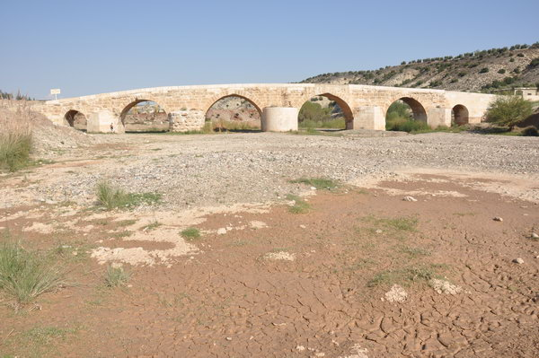 Cyrrhus, Roman bridge without water