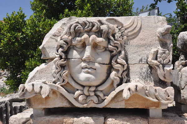 Didyma, temple of Apollo, gorgon's head (2)