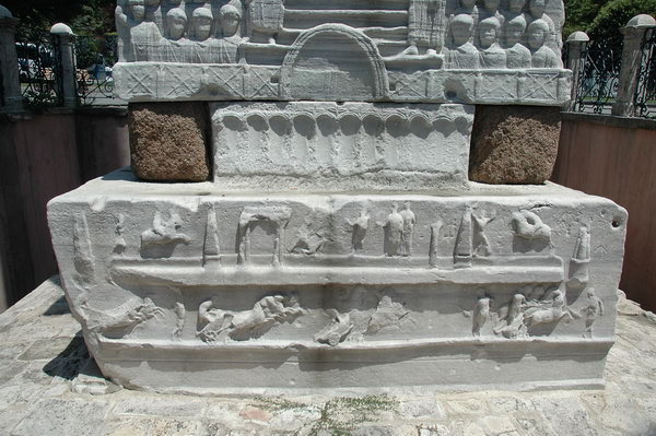 Constantinople, Hippodrome, First Obelisk, Pedestal, SW2, lower relief