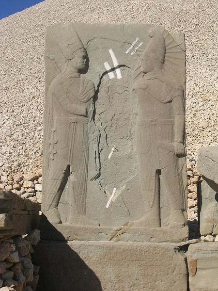 Nemrud Daği, W, Antiochus shaking hands with Apollo