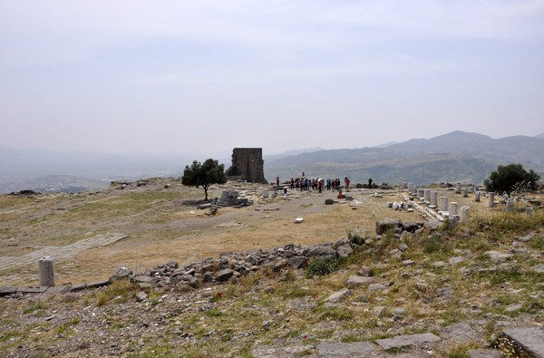 Pergamon, Temple of Athena, Sacred precinct