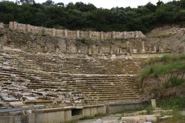 Magnesia on the Meander, Stadium, curve