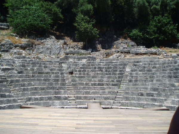 Buthrotum, Theater, Seats
