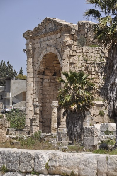 Tyre, Al-Bass, Arch of Hadrian, from south