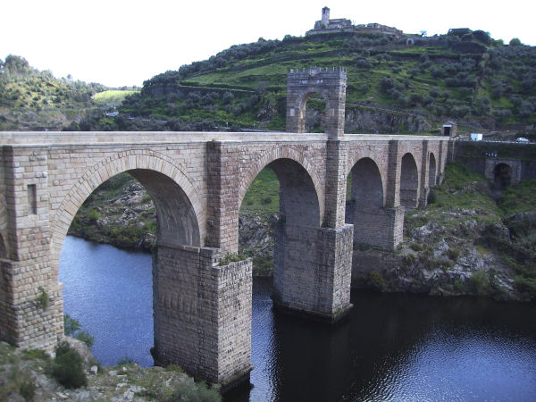 Alcántara bridge, view from the west