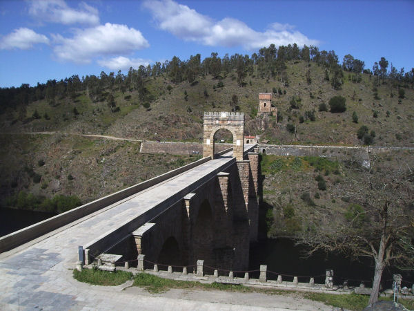 Alcántara bridge, view from the east