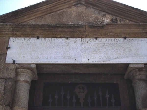 Alcántara bridge, shrine, inscription