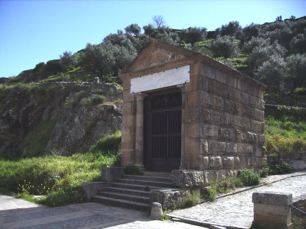 Alcántara bridge, shrine