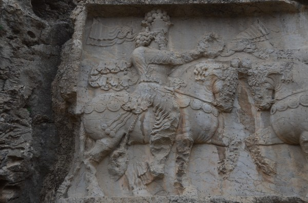 Naqš-e Rajab, investiture relief of Shapur I, Ahuramazda (2)