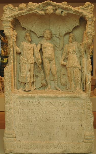 Birten, Dedication to the Capitoline triad from Vetera II, by a standard bearer of XXX Ulpia Traiana
