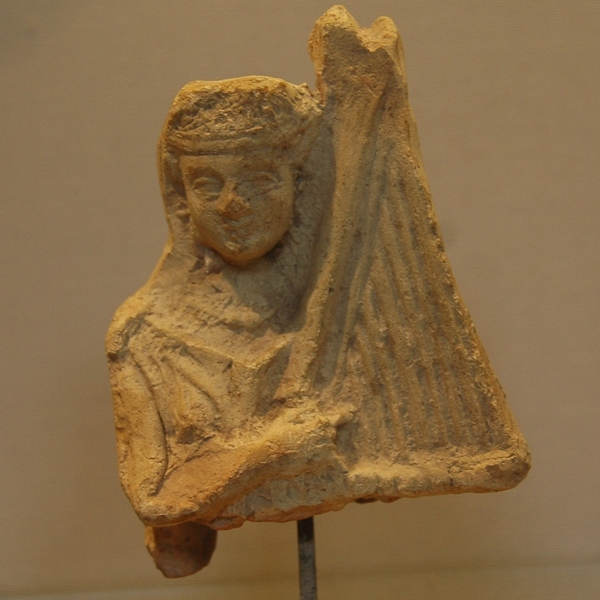 Susa, Hellenistic or Parthian figurine of a harpist