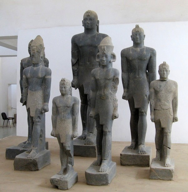 Pnubs, Statues of Nubian Kings