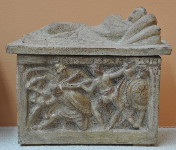 Etruscan cinerary with a picture of Echetlaeus