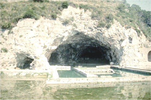 The cave of Sperlonga. The basin in front used to be covered too, but collapsed in 26.